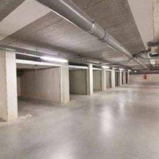Turnhout: autostaanplaatsen en garageboxen te koop